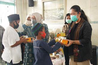 Peringati 10 Muharram, Feby Deru Santuni Anak Yatim