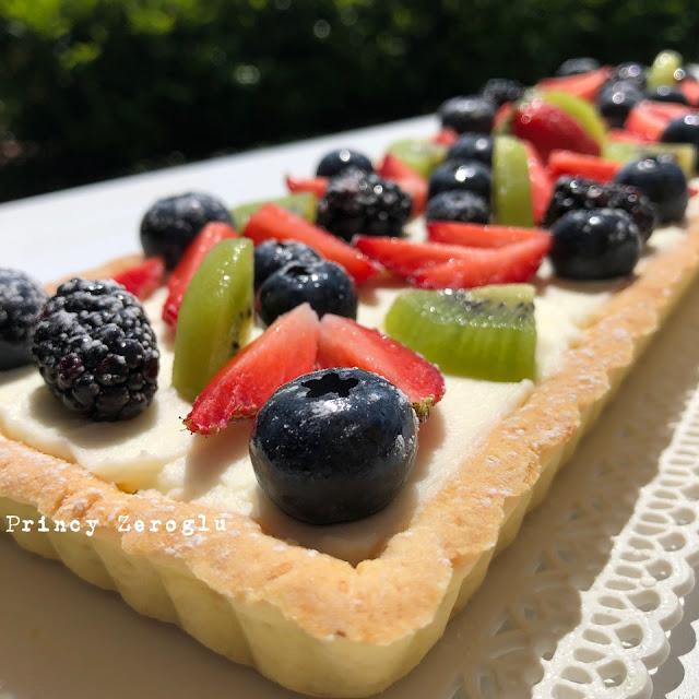 Frolla alle mandorle con mascarpone e frutta senza glutine