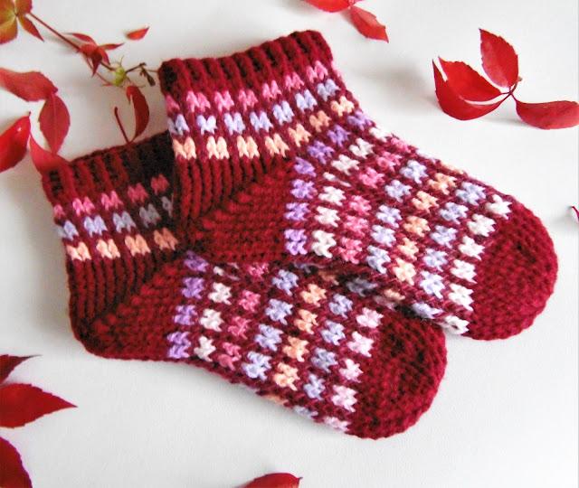#handmade #crochet #white #pink #red #purple #crochet #socks #slippers #heegeldatud #sokid #punane #roosa #valge #lilla #käsitöö #sokid