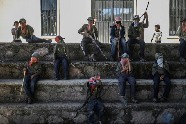 Bambini messicani addestrati con armi da fuoco per servire ai gruppi criminali