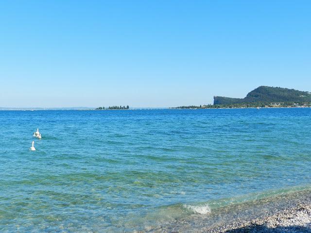 spiaggia san felice del benaco lago di garda provincia di brescia