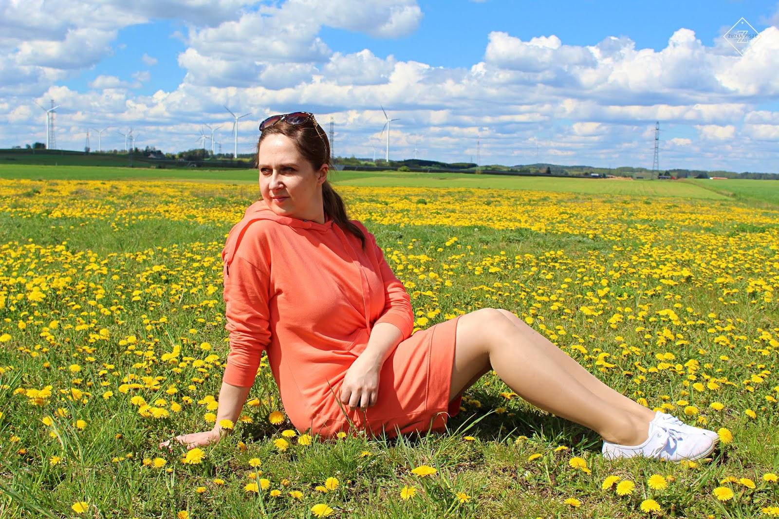 Sukienka dresowa w kolorze łososiowym BONPRIX Collection