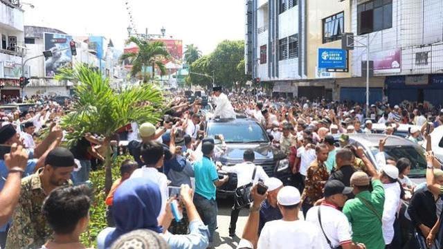 Bukan Jokowi, Rakyat Malah Menyambut Prabowo - Denny Siregar