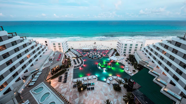 Discover an exclusive Lifestyle beachfront resort in Melody Maker Cancun - All Inclusive, where all your senses will get ready for an authentic vacation experience. Don't miss it!