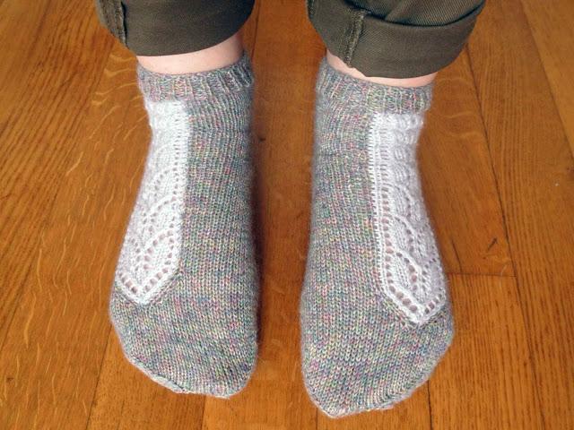 chaussettes tricotées avec motif en dentelle