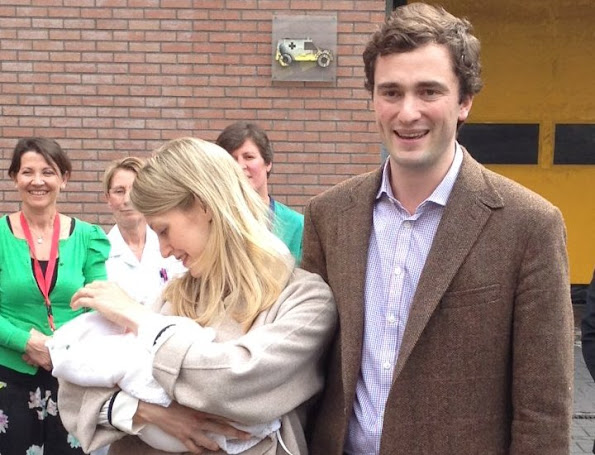 Prince Amedeo of Belgium, his wife Princess Elisabetta and their newborn daughter name Anna Astrid. Amedeo weddings royal, wedding dress