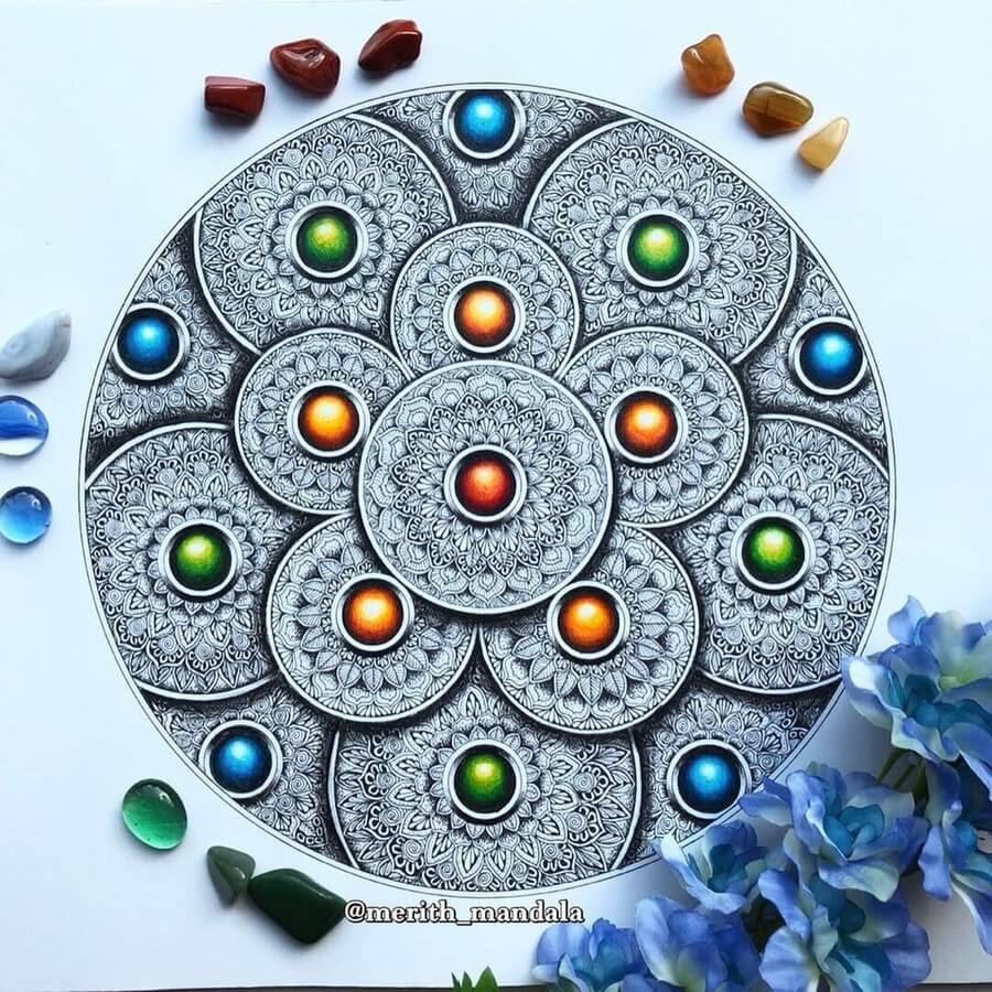 07-Mandala-disks-Merith-www-designstack-co