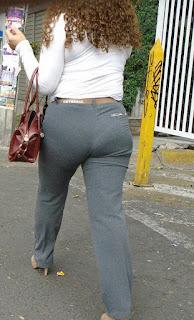 Sexi mujer oficinista pantalon apretado