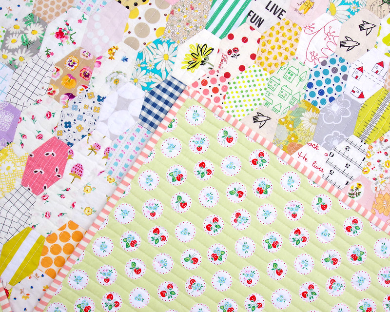 Low Volume Stretched Hexagons Quilt - English Paper Pieced | © Red Pepper Quilts 2019