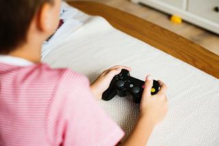 أضرار وفوائد الصحية للألعاب الإلكترونية على الأطفال