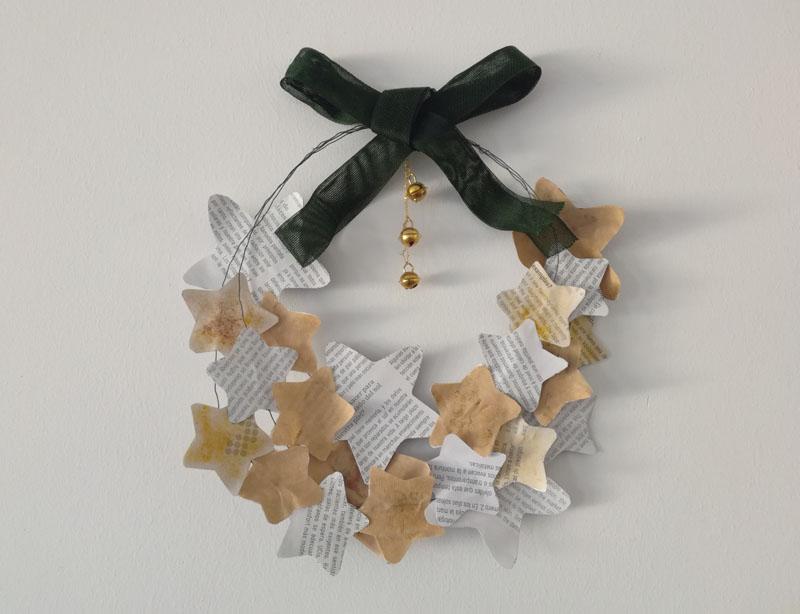 Foto: Ghirlanda di Natale con fil di ferro e stelle di carta