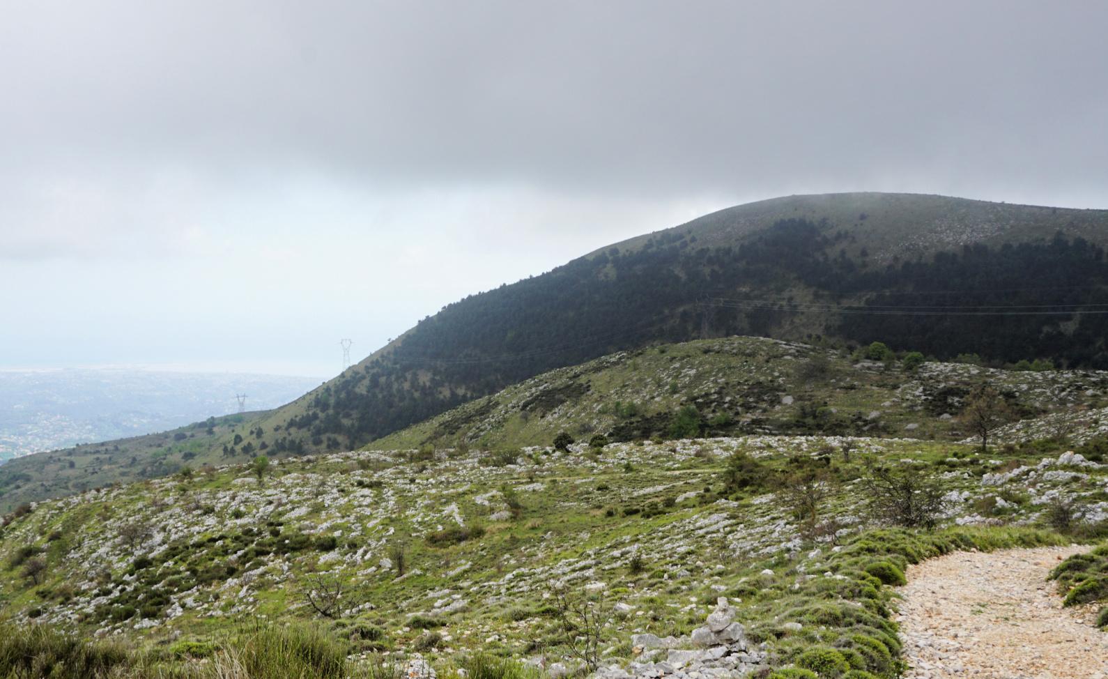 Dense clouds coming over Puy de Naouri