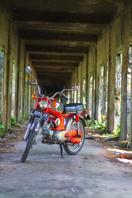 Memotret Honda (Biji Nangka) S90. Honda S90 atau  yang lebih dikenal dengan Honda Biji Nangka