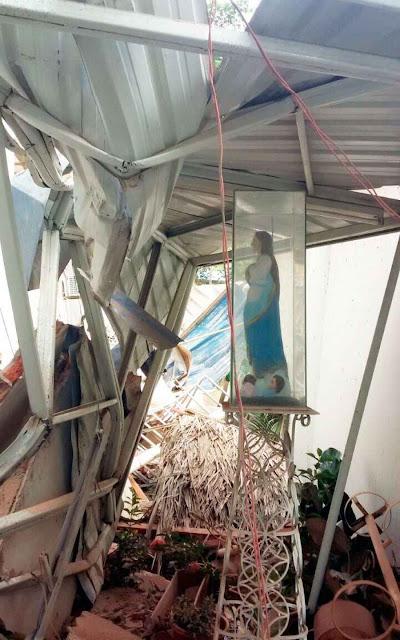 A imagem de Nossa Senhora da Luz, em Tarqui, Manta, intocada pelo terremoto.