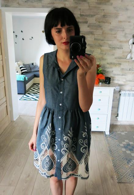 Jeansowa zdobiona sukienka od Sammydress.