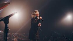 Daniela Araújo lança EP ao vivo e surpreende seus fãs