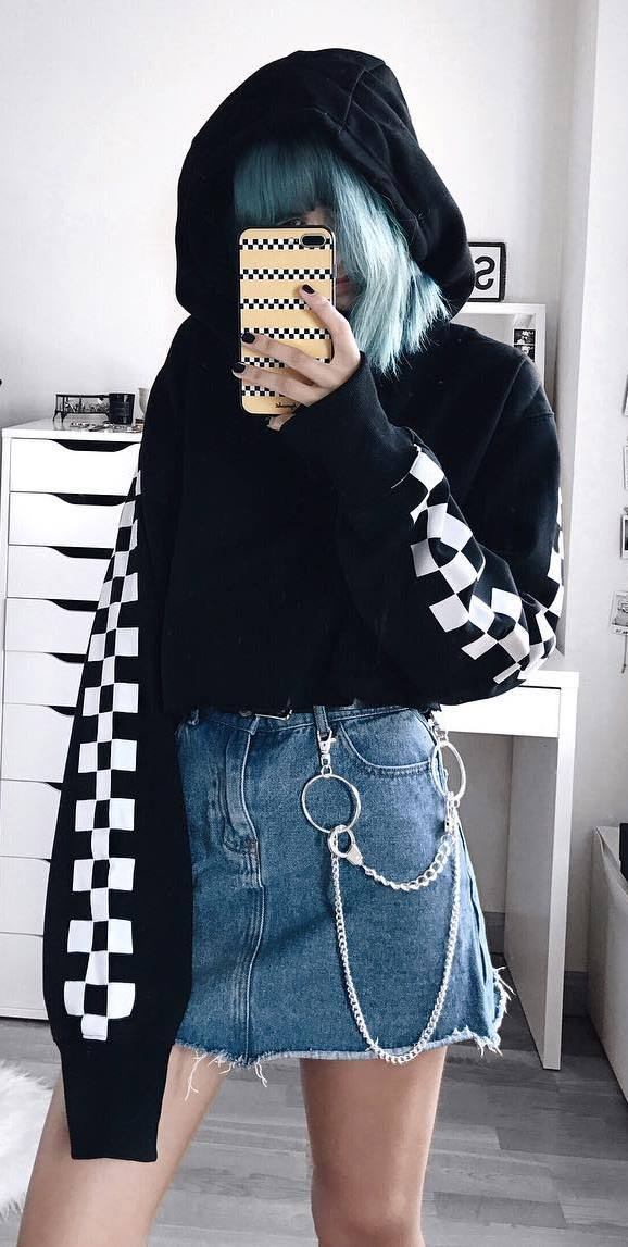 street style obsession / sweatshirt + denim skirt