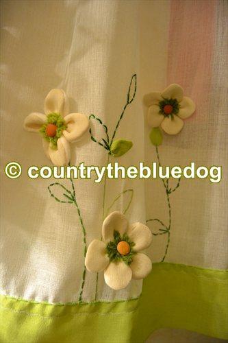 country the blue dog Sartoria d'interni: tende country panna e verde