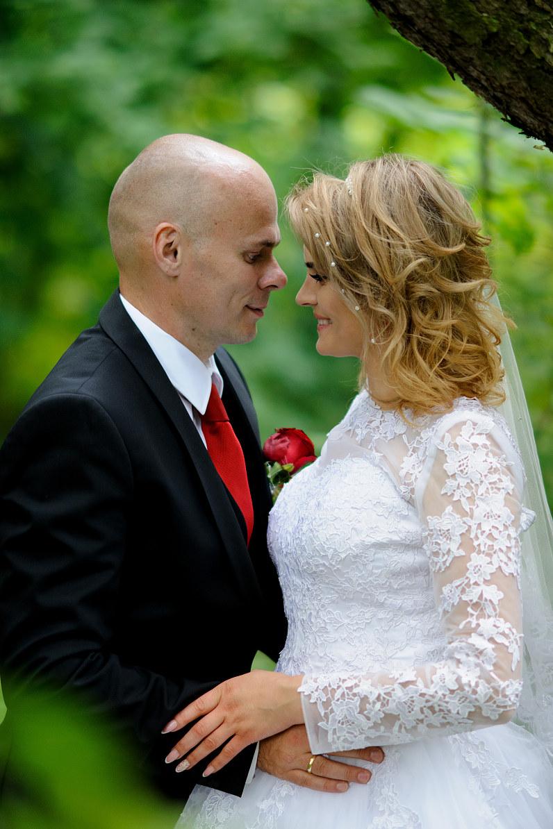 vestuvių fotosesija Skaistakalnio parke Panevėžyje