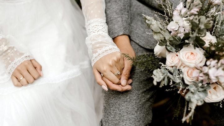 Menghadiri Pernikahan Mantan Pacar