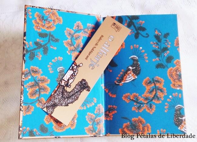 O alforje, Bahiyyih Nakhjavani, tag livros