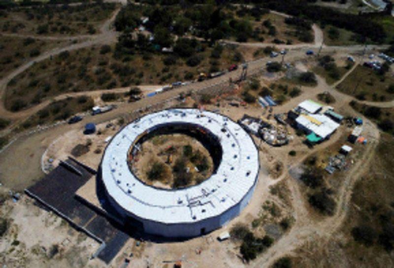 Qué es este edificio circular que apareció en la Laguna Carén