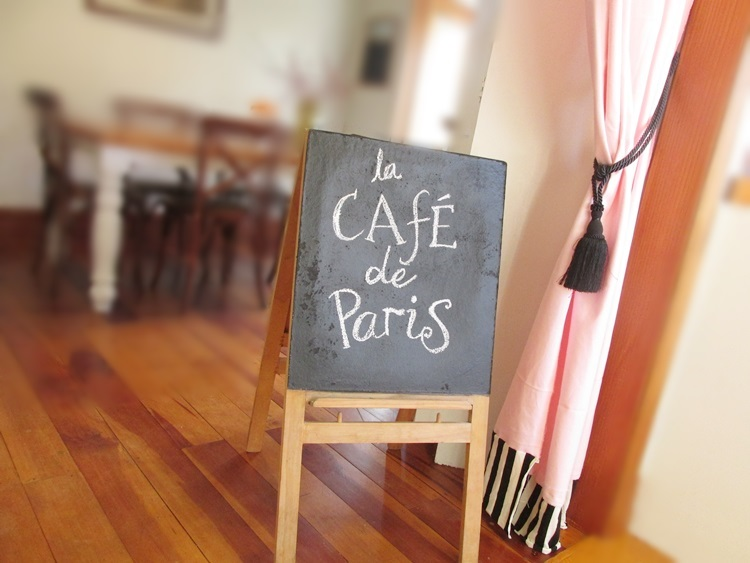 Cafe de Paris blackboard sign