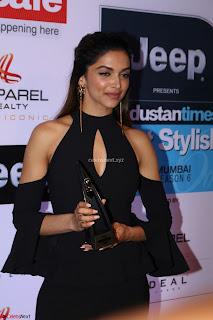 Red Carpet of Most Stylish Awards 2017 ~ Deepika Padukone (2).JPG