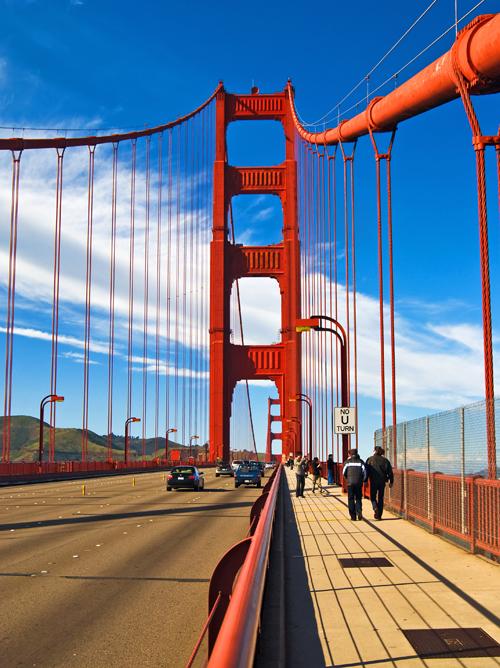Imagen del Golden Gate Bridge desde la plataforma o el tablero