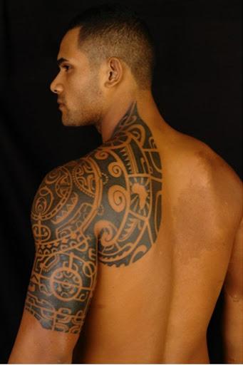 Excelente tatuagem tribal para homens braço