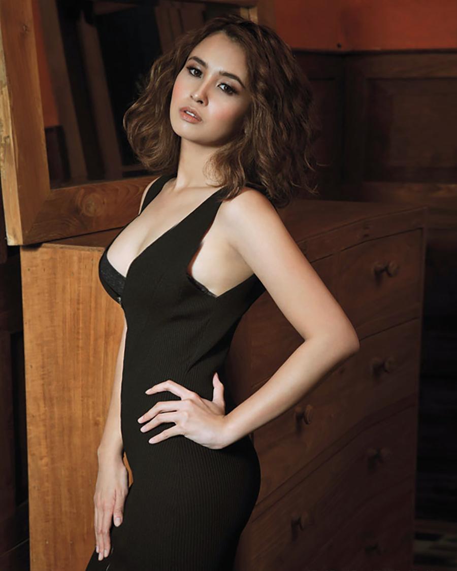 Ayushita rambut manis dan cantik artis seksi dan hot manis