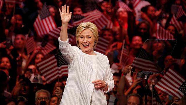 Hipocresía de Hillary: se viste 'haute couture' para combatir la desigualdad