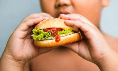 Membantu Anak Anda Mencapai dan Menjaga Berat Badan yang Sehat