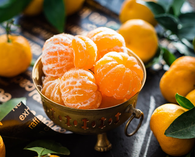 What are the benefits of eating an orange?