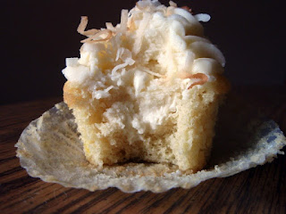 http://www.recipeshubs.com/coconut-cream-pie-cupcakes/36271