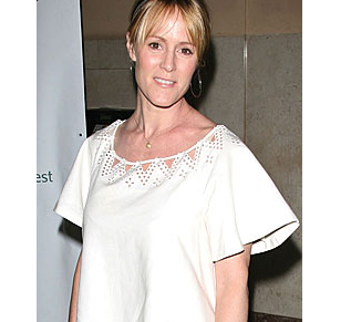 Image: Mary Stuart Masterson, 44, pregnant with twins