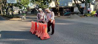 Guna Kelancaran Arus Lalu Lintas, Satlantas Polres Gowa Lakukan Penertiban Letak Traffic Cone