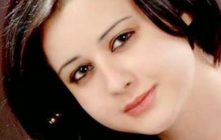 الممثلة السورية روعة السعدي