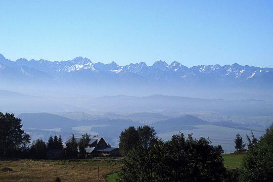 Zbliżenie na fragment grani Tatr.