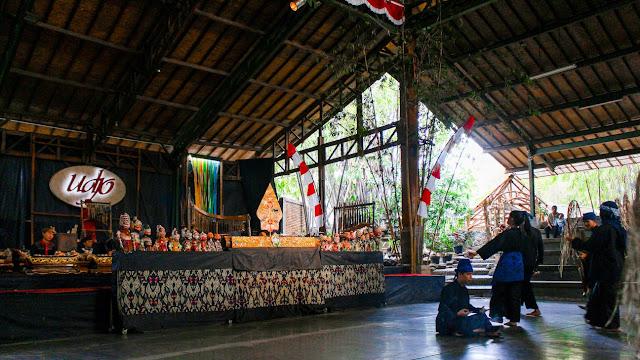 pementasan wayang golek saung angklung mang udjo