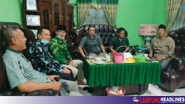 Usai PCNU, Pengurus Baru DPC PKB Tanggamus Silahturahmi Ke Tokoh Agama KH. Wahid Zamas