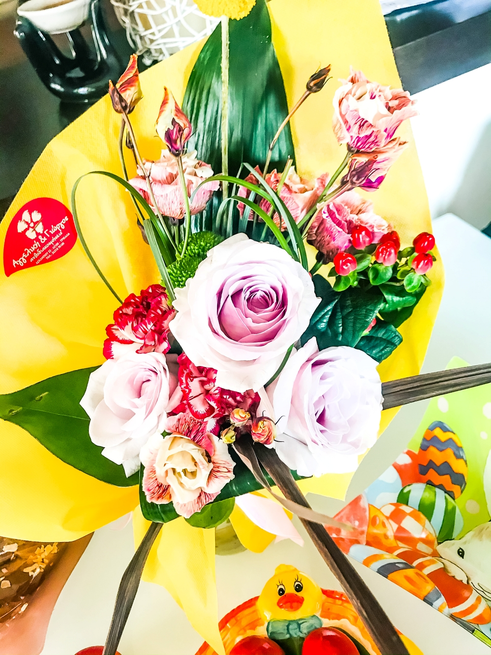 pretty spring flower bouquets, colorful floral arrangments, colorful flower bouquet
