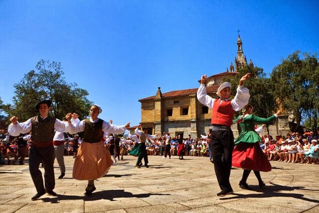 Danzas y cultura francesa bailes t picos de francia for Entrantes tipicos franceses