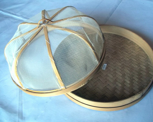 Tinuku Mas Prinx studio designing food tray made of woven bamboo and has transparent cover construction