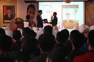 Motivator Indonesia Kautsar Management Edvan M Kautsar Memberikan Training Motivasi Be A Passionpreneur dan Bahagia Bekerja-bekerja Bahagia untuk 1.200 Mahasiswa Politeknik Harapan Bersama Tegal