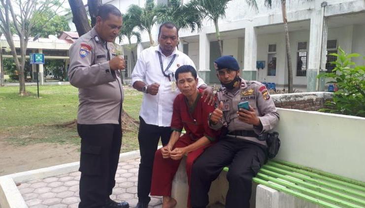 polisi asep di rumah sakit jiwa setelah tsunami aceh