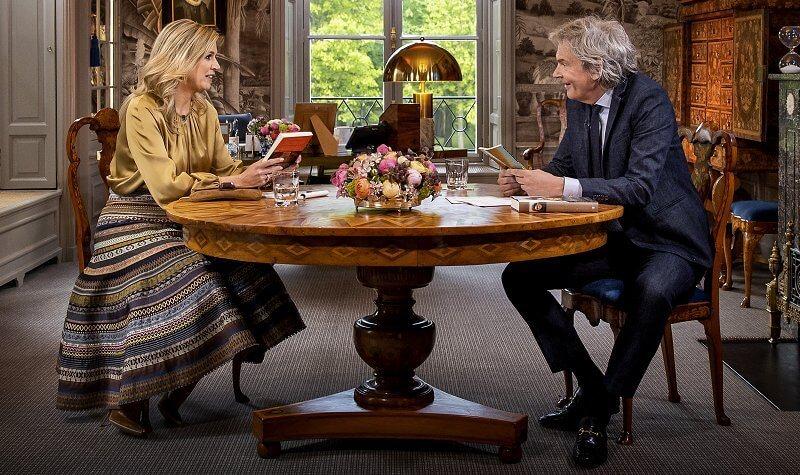 Queen Maxima wore an opulence ribbon skirt from Lena Hoschek. Queen Máxima gave an interview to Matthijs van Nieuwkerk