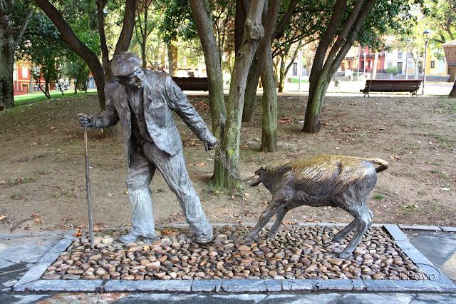 Estatua al tratante del Parque del Carbayedo de Avilés