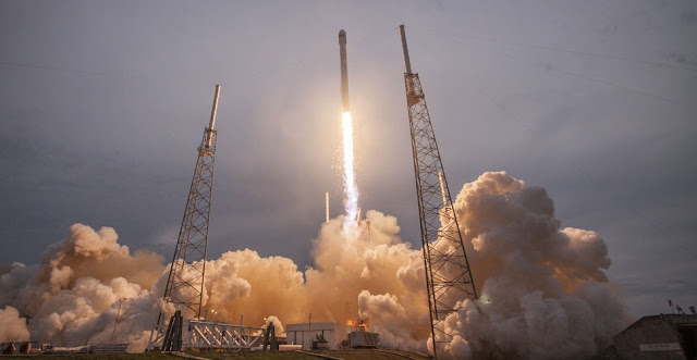 SpaceX's Falcon 9 rocket launch on May 18, 2015. Credit: SpaceX