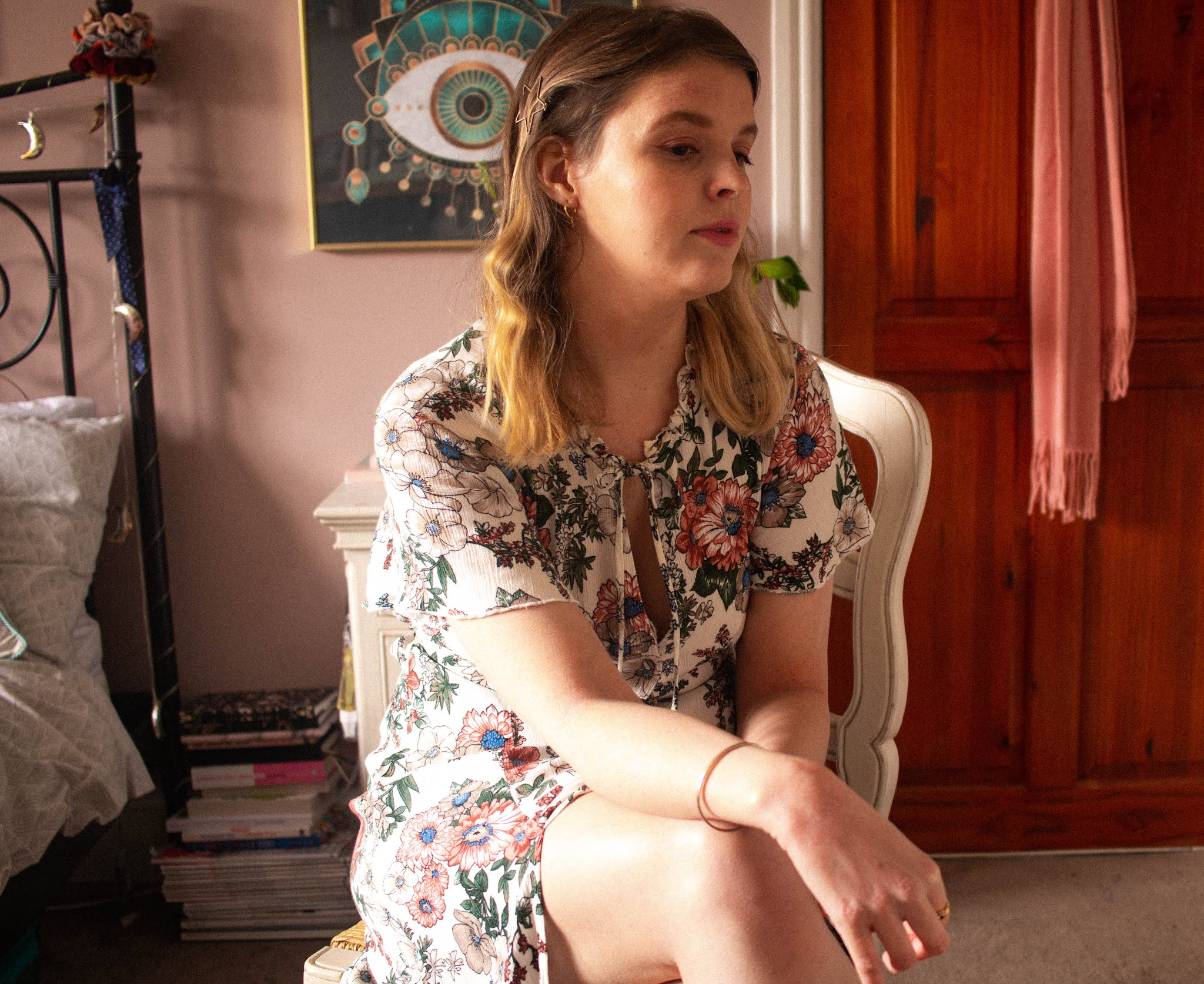 mindfulness blogger - girl in floral dress - how to live with more intention